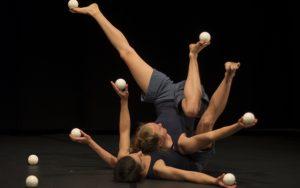 ariane et roxana play nice © Turlach O Broin